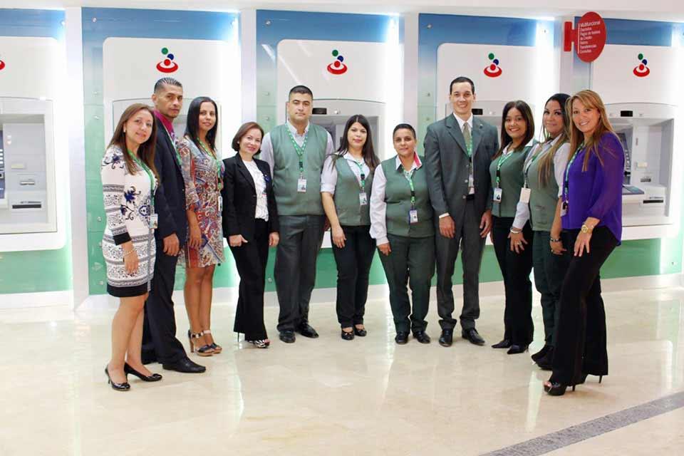 Empleados de la nueva Agencia | Banesco abrió una agencia en el C.C. Parque Cerro Verde
