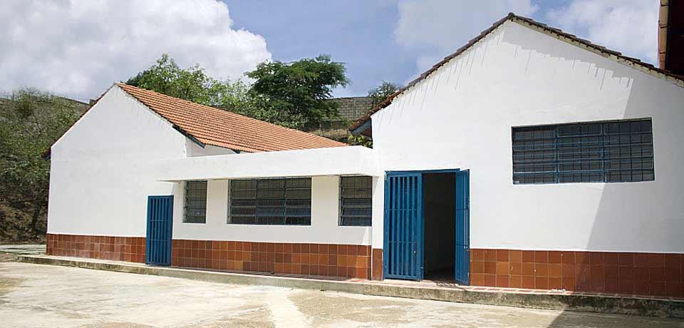 Banesco aporta Bs. 2,09 millones para adecuar la Unidad Educativa Mamá Margarita en Petare