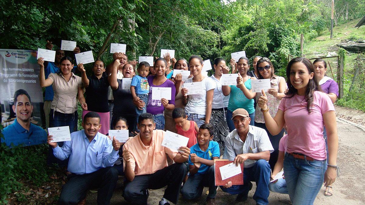 696 microempresarios mirandinos realizaron el Programa de Formación de Microempresarios