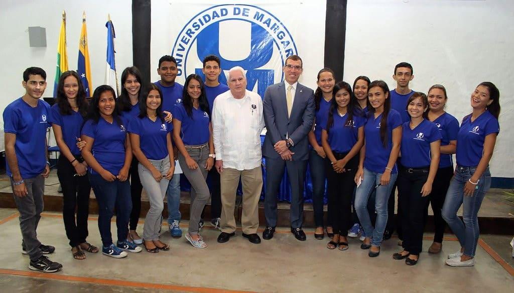 Estudiantes Becados de la Unimar con Miguel Ángel Marcano