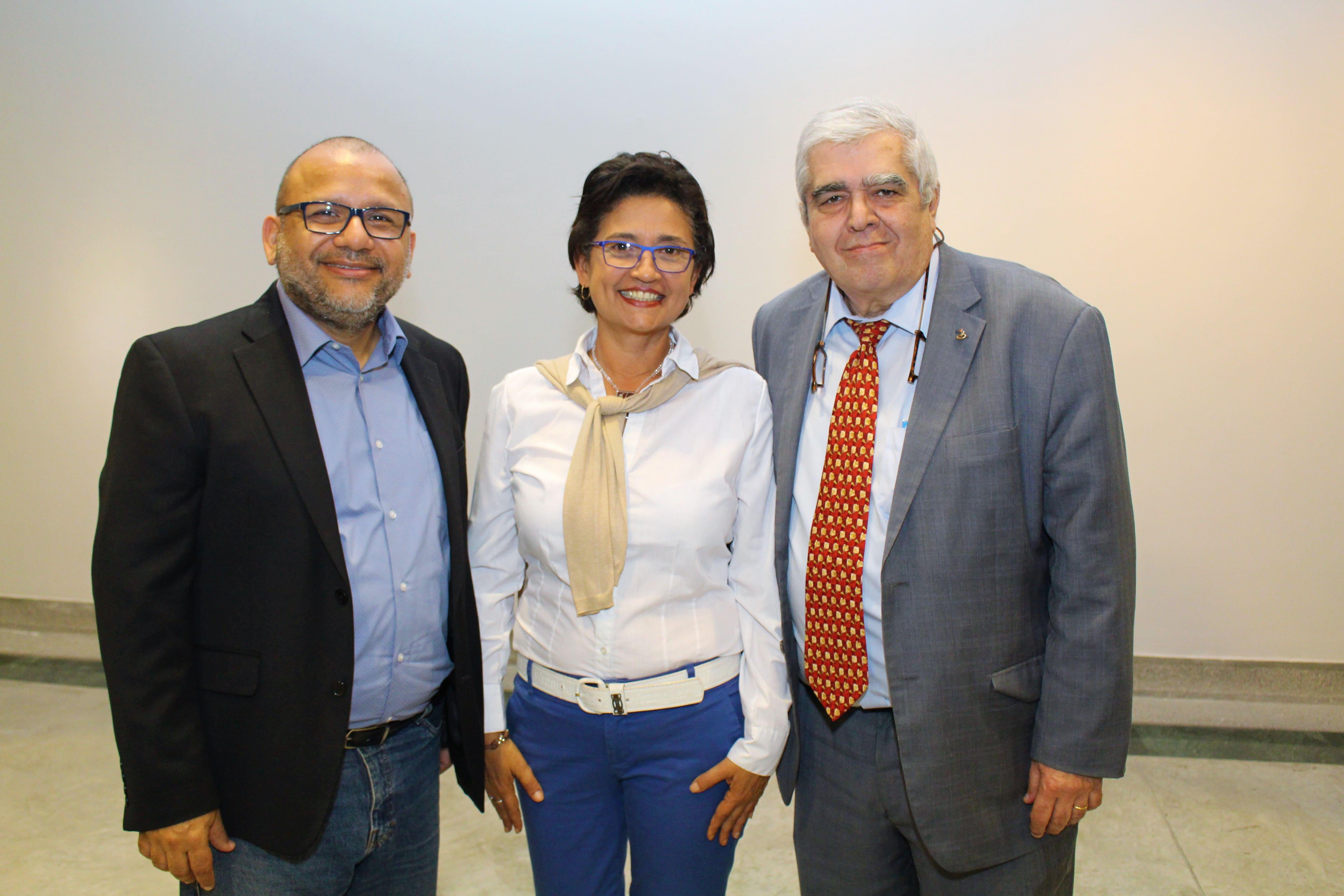 Andrés Cañizales con Albor Rodríguez y José Grasso en premiación 2018